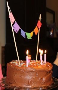 papel-picado-fiesta-cake-bunting-4