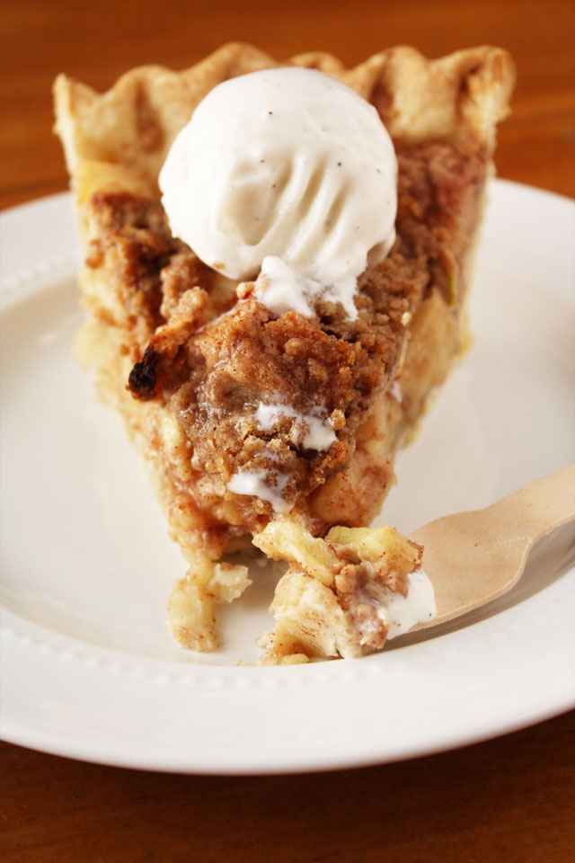 A sweet, crumb-topped apple pie filled with tart, tasty apples and topped with a spicy crumb topping.
