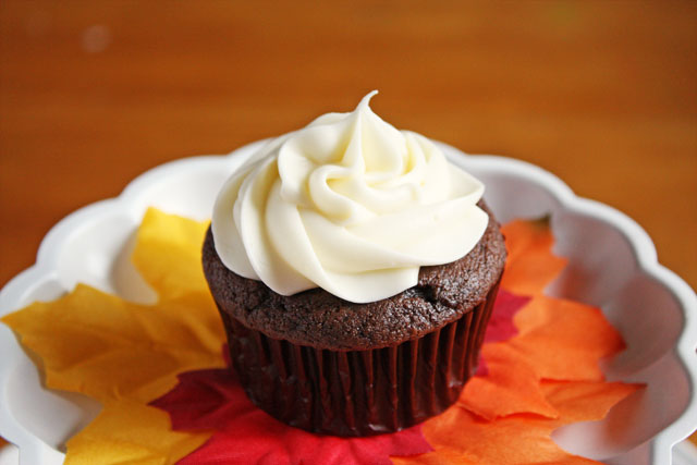 chocolate pumpkin spice cupcakes with classic cream cheese frosting