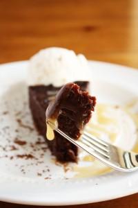 flourless-chocolate-cake-salted-caramel-sauce-1