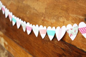 washi-tape-valentines-heart-garland-1