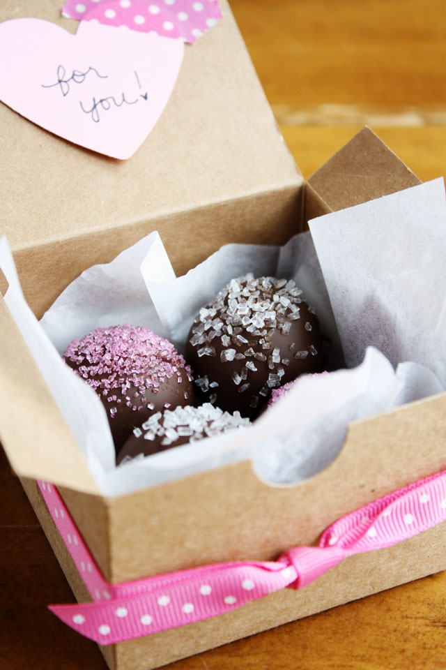 These homemade oreo truffles are easy to make and sinfully delicious!