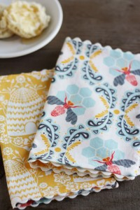 scalloped-tea-napkins
