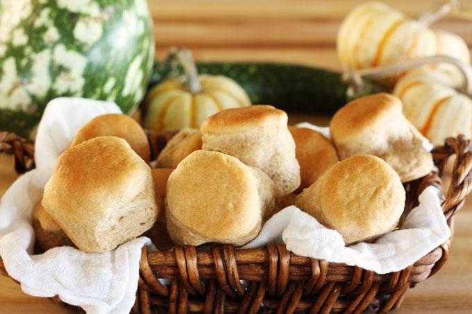 thanksgiving dinner whole wheat grain rolls