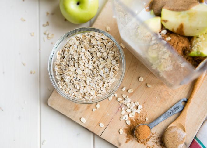 breakfast smoothie apples oatmeal cinnamon