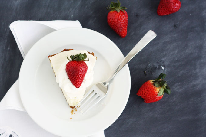 easy three layer cheesecake with sour cream topping