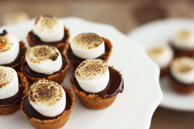 Mini S'mores Pies from @luluthebaker