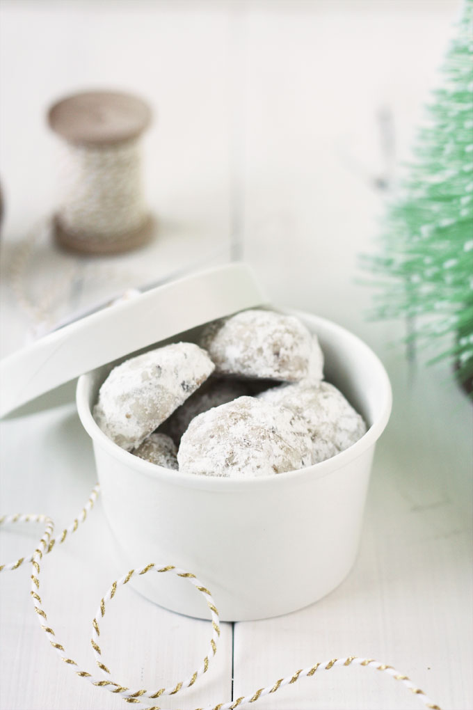 Russian Tea Cakes for your holiday cookie plate | from Lulu the Baker