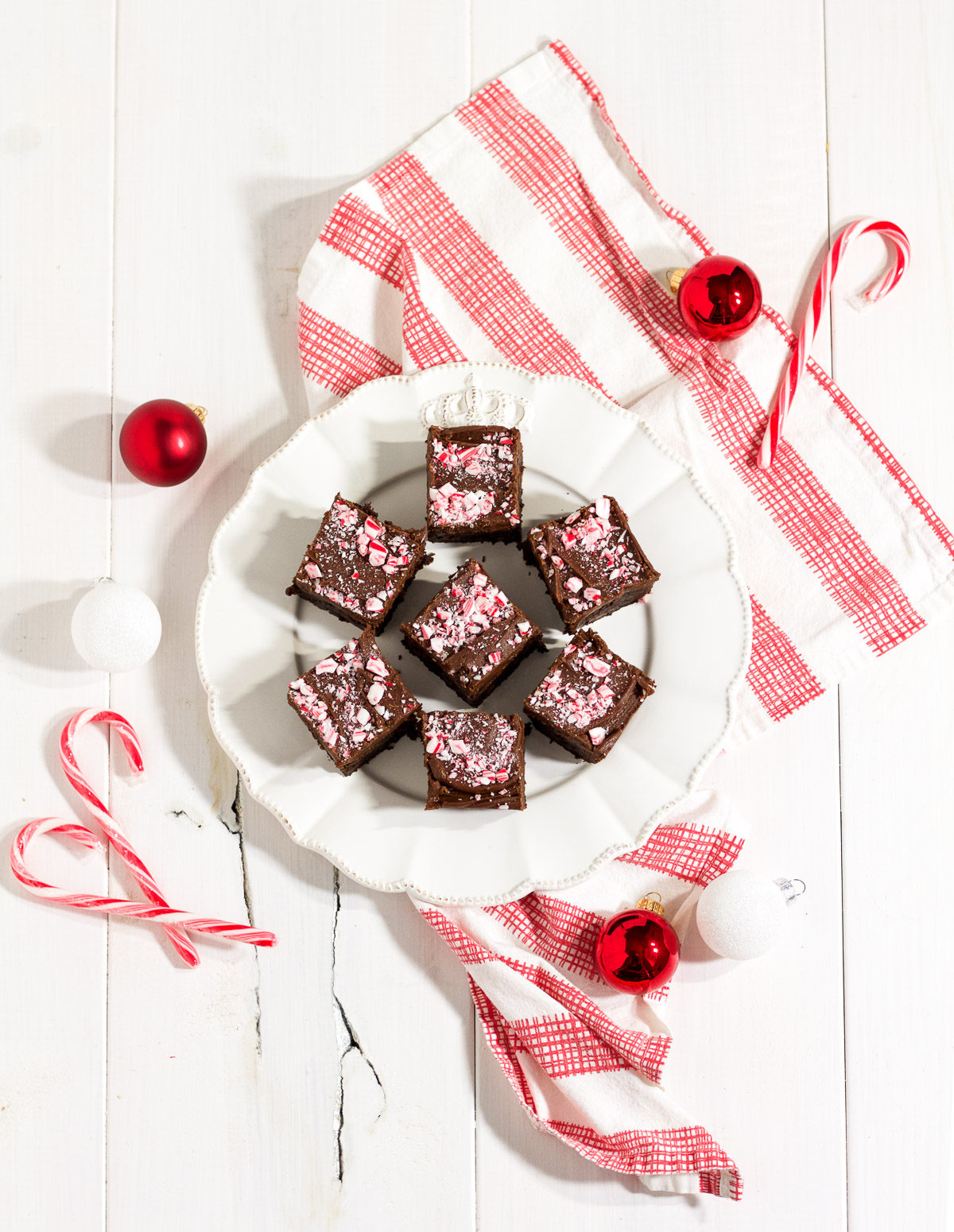 Thanks to a dressed up box mix, these peppermint fudge brownies are rich, delicious, and easy to make!