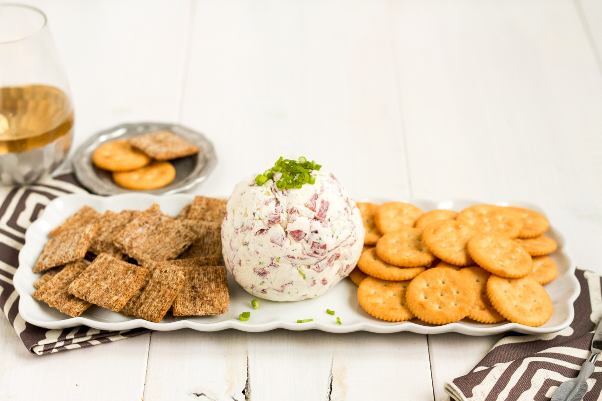 Make this easy, 4-ingredient cheese ball to your next holiday party!