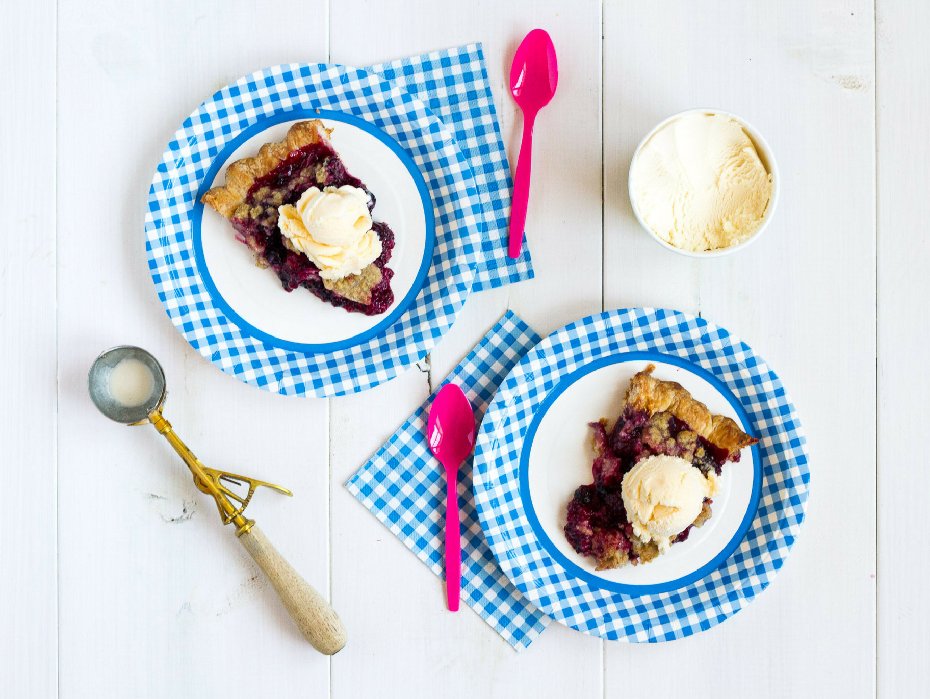 Make this yummy berry pie, filled with fresh summer blackberries, for dessert tonight!
