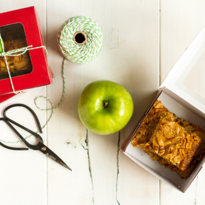These caramel apple blondie bars are the perfect Fall treat! Buttery, sweet, and full of caramel apple goodness!