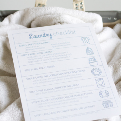This free printable laundry checklist will help your kids learn how to help with the laundry.