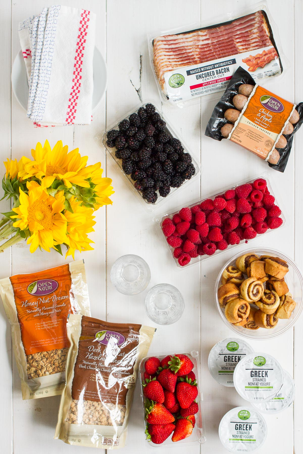 I'm sharing my tips for putting together an effortless summer brunch!
