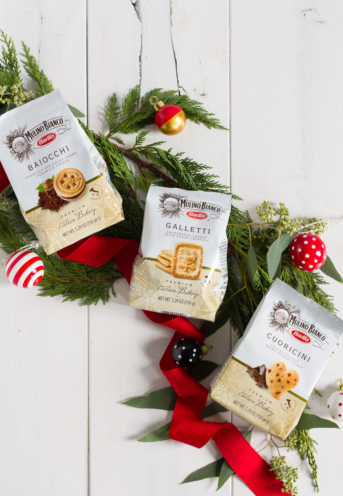 I've got an easy recipe for the perfect gift basket every time: pair a cute treat with a delicious snack like Mulino Bianco cookies from the grocery store!