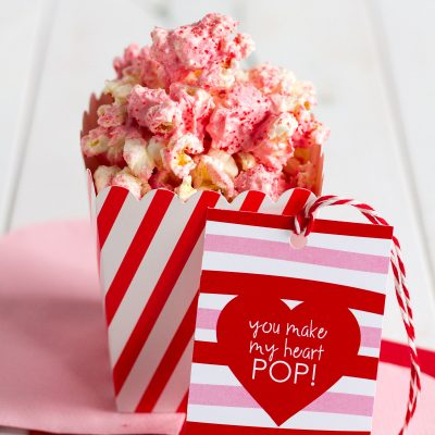 red hot white chocolate cinnamon popcorn with printable gift tags
