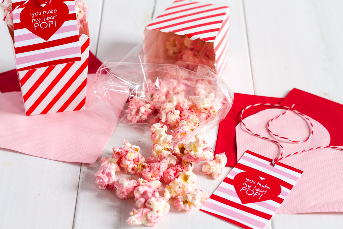 red hot white chocolate cinnamon popcorn with printable gift tag